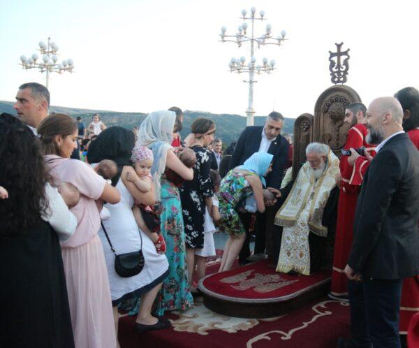 564 παιδιά βαπτίστηκαν στο Καθεδρικό Ναό της Τιφλίδας