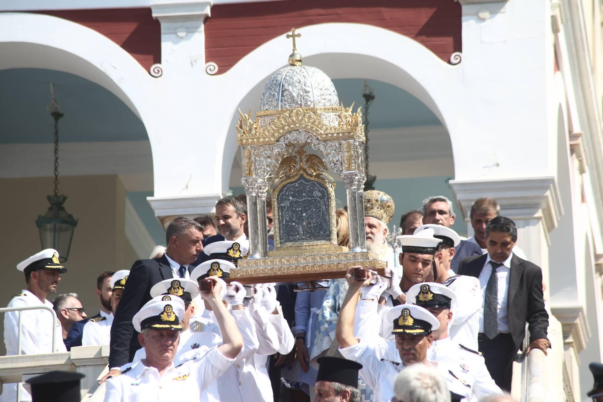 Όλη η Ελλάδα έκλεινε ευλαβικά το γόνυ στη χάρη της Παναγίας: Τήνος-Πάρος-Βέρμιο στο επίκεντρο των εορτασμών..ΕΙΚΟΝΕΣ