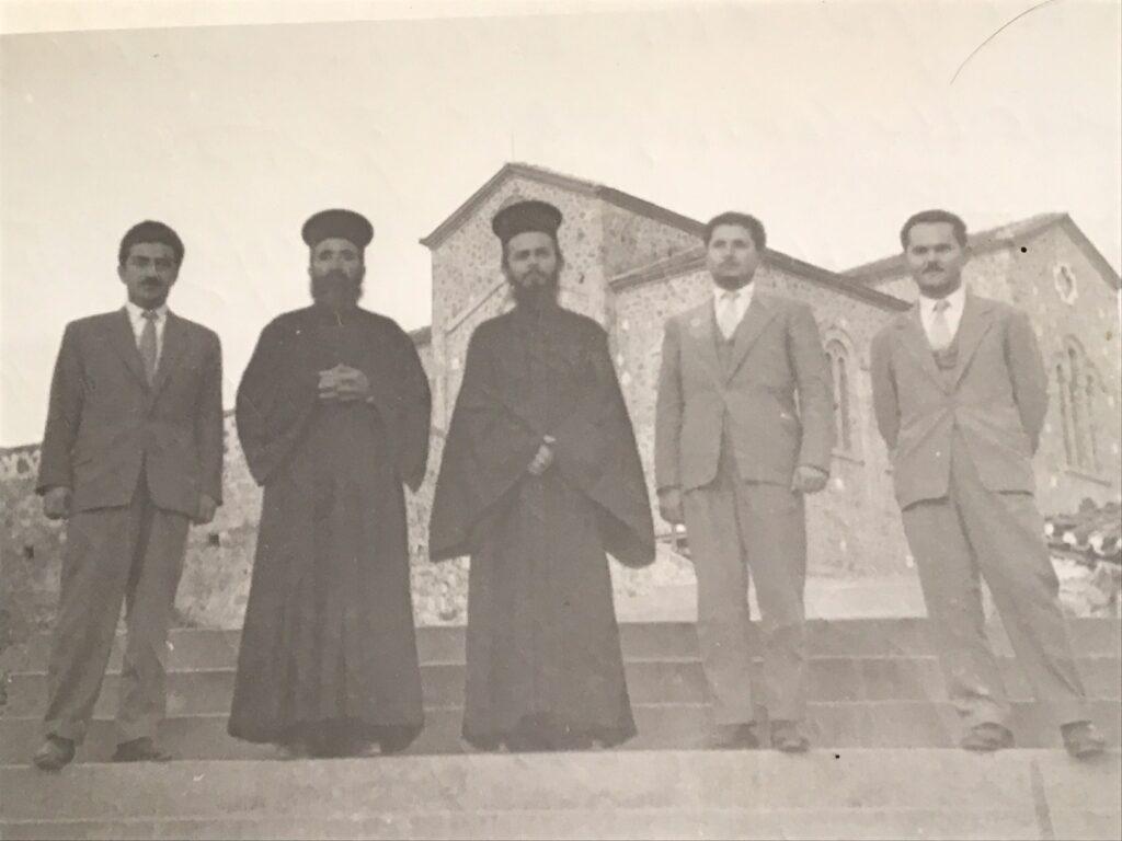 Μια σπάνια φωτογραφία με το νέο Άγιο της Εκκλησίας