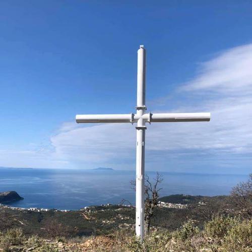 В Химара «подвергли гонениям» Крест Господень