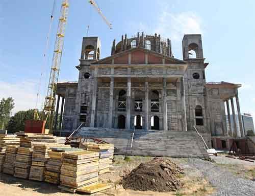 Ρωσία: Η βιομηχανία στηρίζει την ανέγερση εκκλησιών