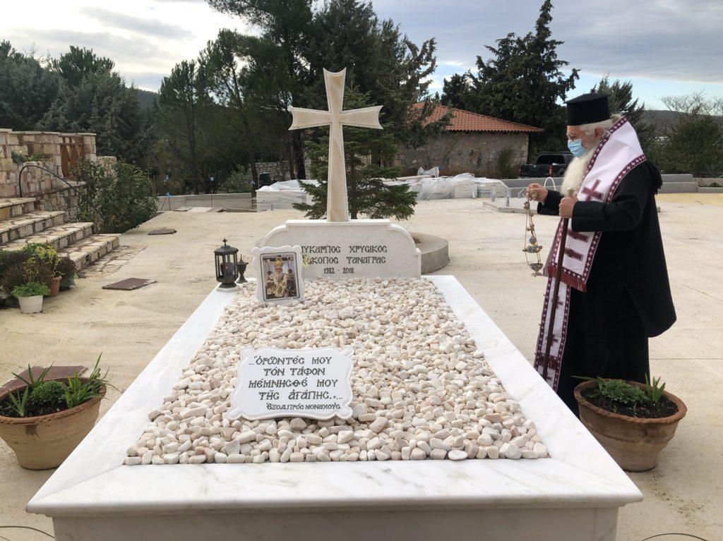 Τρισάγιο στον τάφο του μακαριστού Επισκόπου Τανάγρας