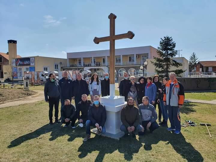 Ύψωσαν τον σταυρό στην Γκρατσάνιτσα