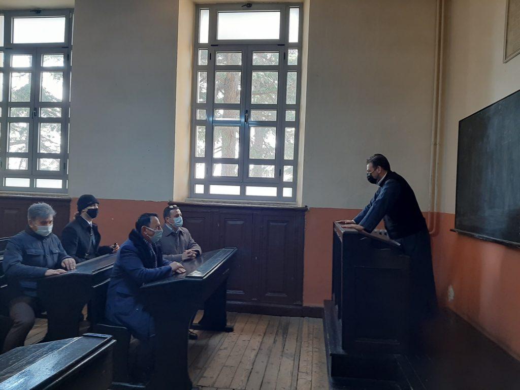 Εκπρόσωποι τουρκικών αρχών στη Σχολή της Χάλκης