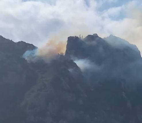 Σε ύφεση η φωτιά στην περιοχή της Μικράς Αγίας Άννας (ΡΕΠΟΡΤΑΖ)